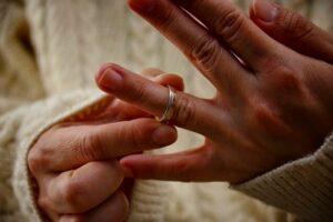 妻が出て行く前に結婚指輪をはずした