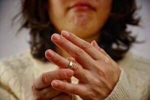 別居前から指輪を外した妻