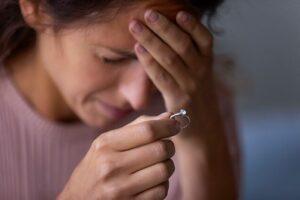 婚約指輪を返す